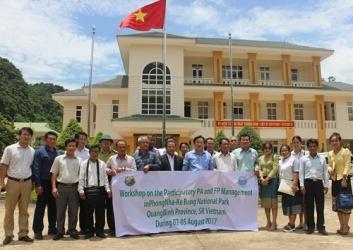 Đoàn cán bộ tỉnh Khăm Muộn làm việc tại Vườn Quốc gia Phong Nha – Kẻ Bàng